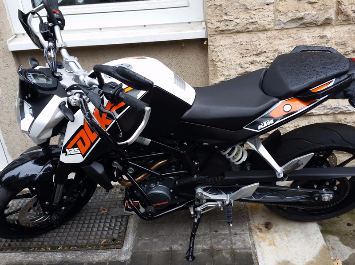Zweirad KTM Duke 125 in schwarz-orange